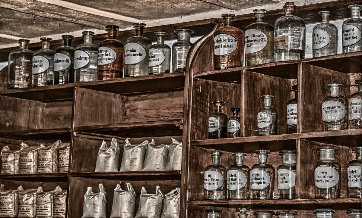pharmacy-3377670_1920